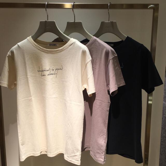 snidel(スナイデル)のsnidel ドローイングロゴTシャツ レディースのトップス(Tシャツ(半袖/袖なし))の商品写真