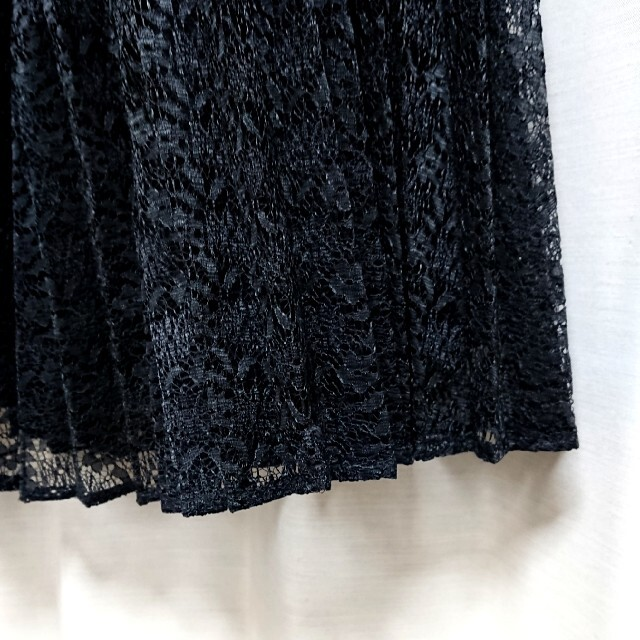 GU(ジーユー)のgu プリーツ レーススカート ブラック レディースのスカート(ひざ丈スカート)の商品写真