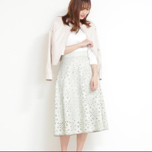 PROPORTION BODY DRESSING(プロポーションボディドレッシング)のPROPORTIONBODYDRESSING フラワーカットワークミディスカート レディースのスカート(ひざ丈スカート)の商品写真