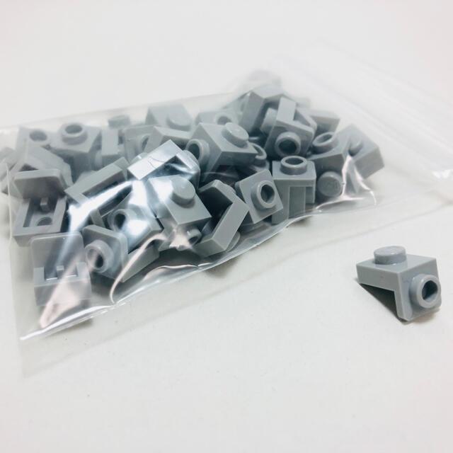 Lego(レゴ)の【新品未使用】レゴ ブラケット 1x1/1x1 グレー ライトグレー 50個 キッズ/ベビー/マタニティのおもちゃ(知育玩具)の商品写真