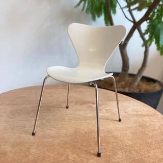 アルネヤコブセン(Arne Jacobsen)の1:6DESIGN社 アルネ・ヤコブセン セブンチェア ミニチュア(置物)