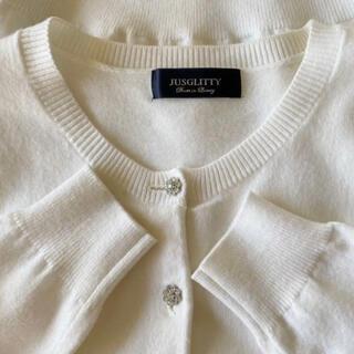 JUSGLITTY - 美品 JUSGLITTY  キラキラボタンの可愛いカーディガン ホワイト