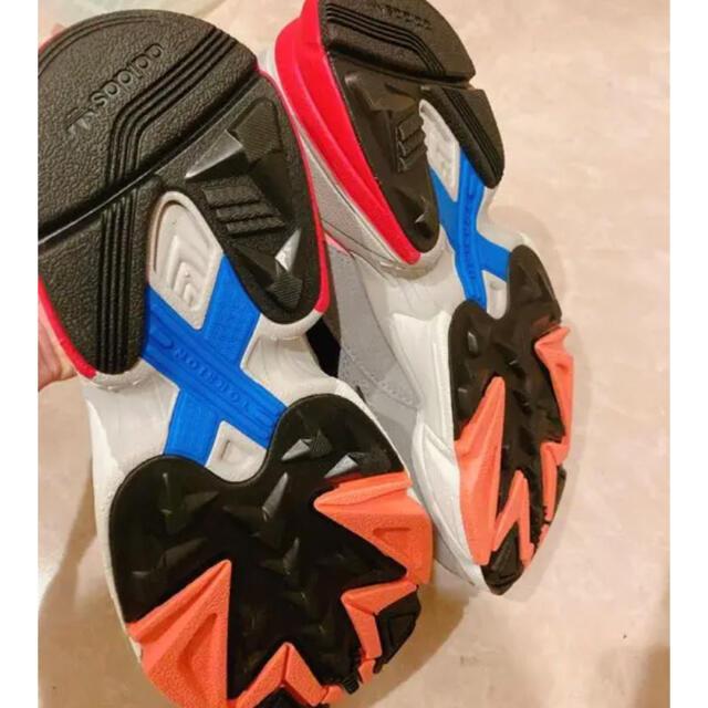 adidas(アディダス)のadidas originals 新品タグ付き ファルコン FX1321 レディースの靴/シューズ(スニーカー)の商品写真