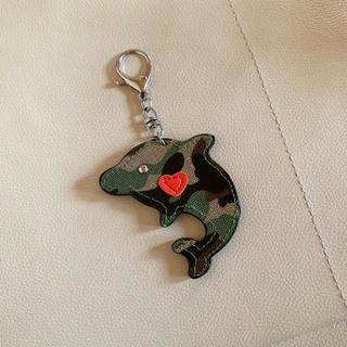 迷彩柄 イルカのキーホルダー(キーホルダー)