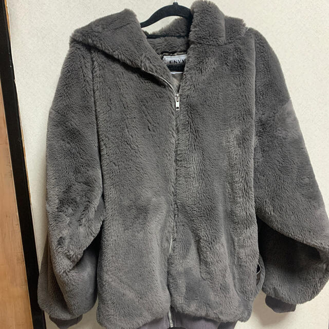 ENVYM(アンビー)のenvym フーディーファーコート レディースのジャケット/アウター(毛皮/ファーコート)の商品写真