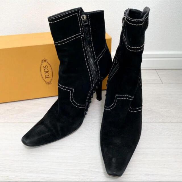 TOD'S(トッズ)の美品!トッズ 24.0 ブラック ステッチ スエード ショートブーツ レディースの靴/シューズ(ブーツ)の商品写真