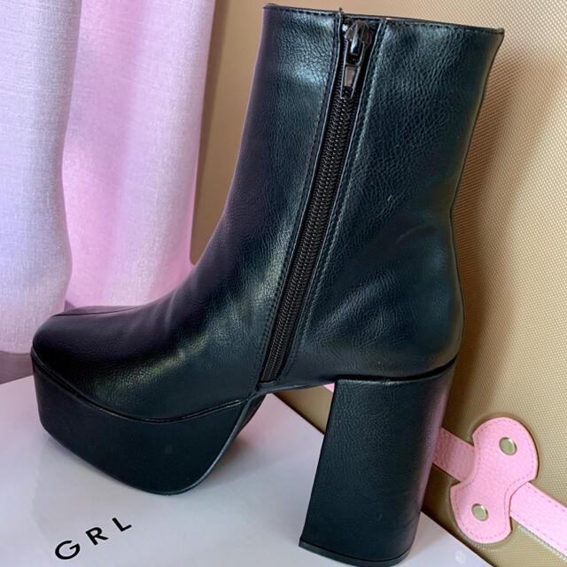 GRL(グレイル)のスクエアトゥ太ヒールショートブーツ レディースの靴/シューズ(ブーツ)の商品写真