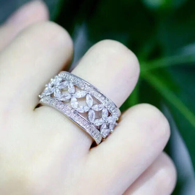新品  ヴィクトリア リング  CZダイヤ  pt950  13-14号 レディースのアクセサリー(リング(指輪))の商品写真