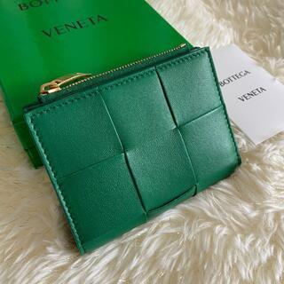 Bottega Veneta - 入手困難!新品【ボッテガヴェネタ】二つ折り財布 レーシンググリーン