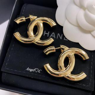 CHANEL - 新品未使用♡CHANEL♡お耳にCCマーク貫通風デザイン♡斬新で可愛いピアス