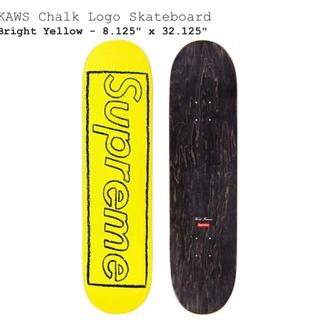 シュプリーム(Supreme)のSupreme KAWS Chalk Logo Skateboard イエロー(スケートボード)