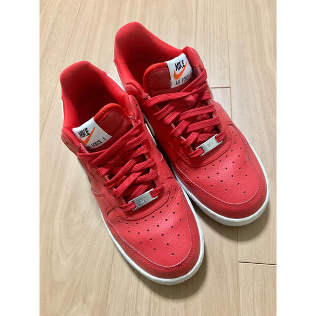 NIKE(ナイキ)のナイキ エアフォース1  レッド 赤 スニーカー  レディースの靴/シューズ(スニーカー)の商品写真