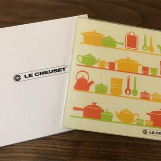 ルクルーゼ(LE CREUSET)の新品未使用 ルクルーゼ ガラスプレート カッティングボード 鍋敷き(キッチン小物)
