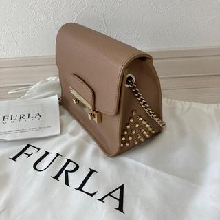Furla - フルラ FURLA メトロポリス ショールダーバック ベージュ スタッズ