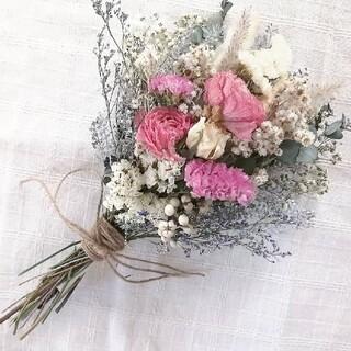 ラナンキュラスと小花のスワッグ(ドライフラワー)