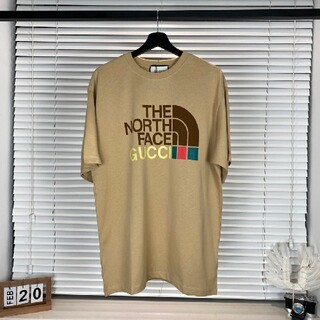 the north faceとgucciの連名プリント半袖tシャツ