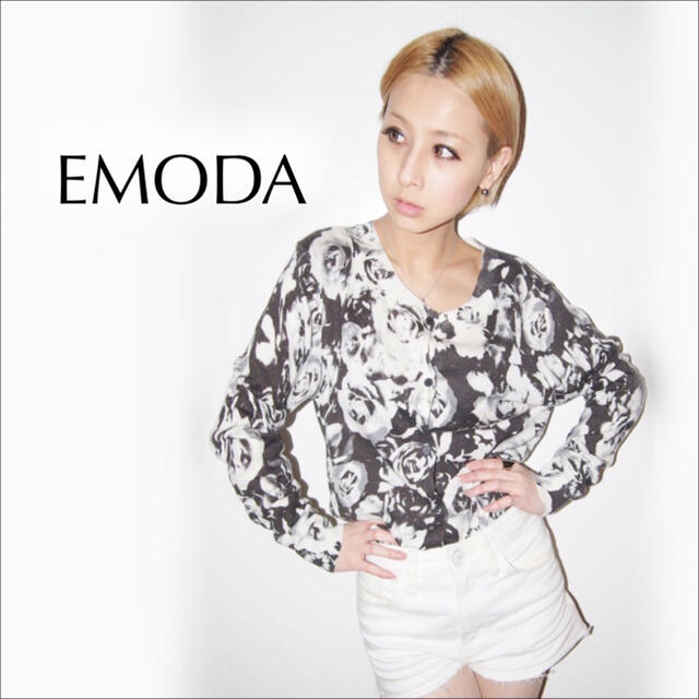 EMODA(エモダ)のEMODA フラワー ニット カーディガン*ムルーア GYDA リップサービス レディースのトップス(カーディガン)の商品写真