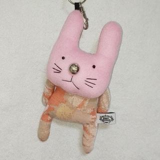 ボビーダズラー うさぎチャーム(ピンク色うさぎ)