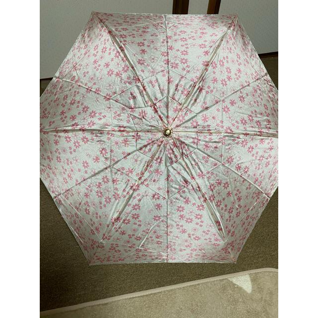 LANVIN en Bleu(ランバンオンブルー)の新品未使用 ランバンオンブルー折りたたみ雨傘 コンパクト軽量ピンク花柄 レディースのファッション小物(傘)の商品写真