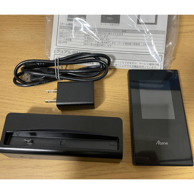 NEC(エヌイーシー)のAterm MR05LN クレードル付き スマホ/家電/カメラのスマートフォン/携帯電話(その他)の商品写真