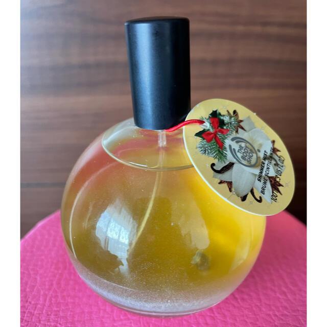 THE BODY SHOP(ザボディショップ)のシマーミストバニラチャイ ボディ用フレグランススプレー コスメ/美容の香水(香水(女性用))の商品写真