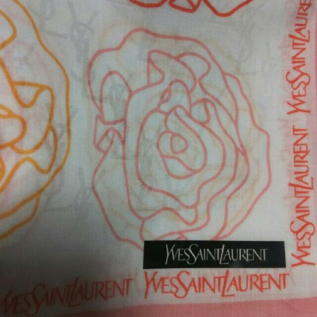 Saint Laurent(サンローラン)の値下げ📌イヴサンローラン☆大判ハンカチーフ🌹58×58 レディースのファッション小物(ハンカチ)の商品写真