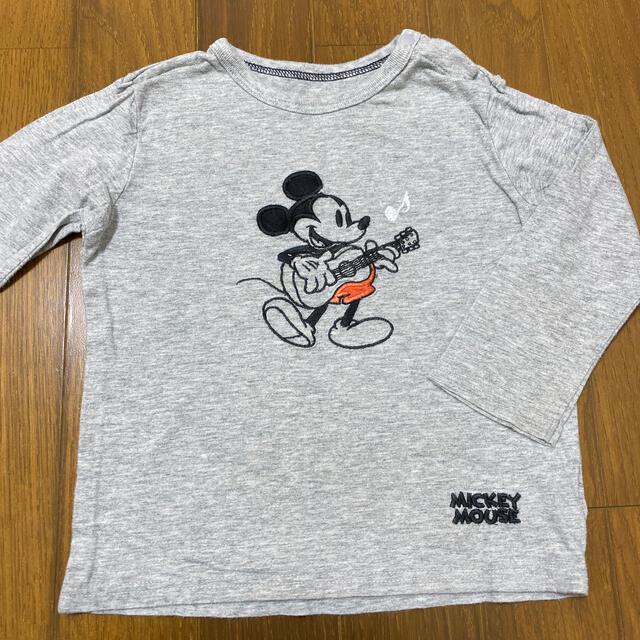 UNIQLO(ユニクロ)のユニクロ ミッキーロングTシャツ 90 キッズ/ベビー/マタニティのキッズ服男の子用(90cm~)(Tシャツ/カットソー)の商品写真