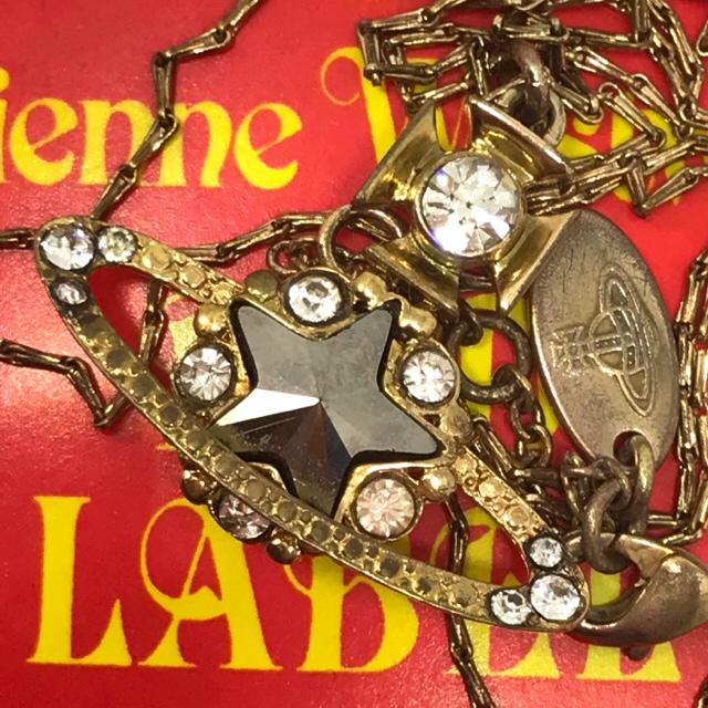 Vivienne Westwood(ヴィヴィアンウエストウッド)のヴィヴィアン スター オーブ ゴールド ネックレス  レディースのアクセサリー(ネックレス)の商品写真
