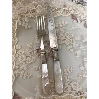 ロイヤルアルバート(ROYAL ALBERT)のイギリスビンテージ  マザーオブパールハンドル デザートナイフとフォーク C(カトラリー/箸)