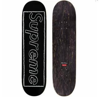 Supreme - KAWS Chalk Logo Skateboard スケボー ブラック 黒