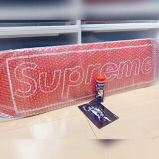 "Supreme - Supreme KAWS Chalk Logo Skateboard ""Red"""