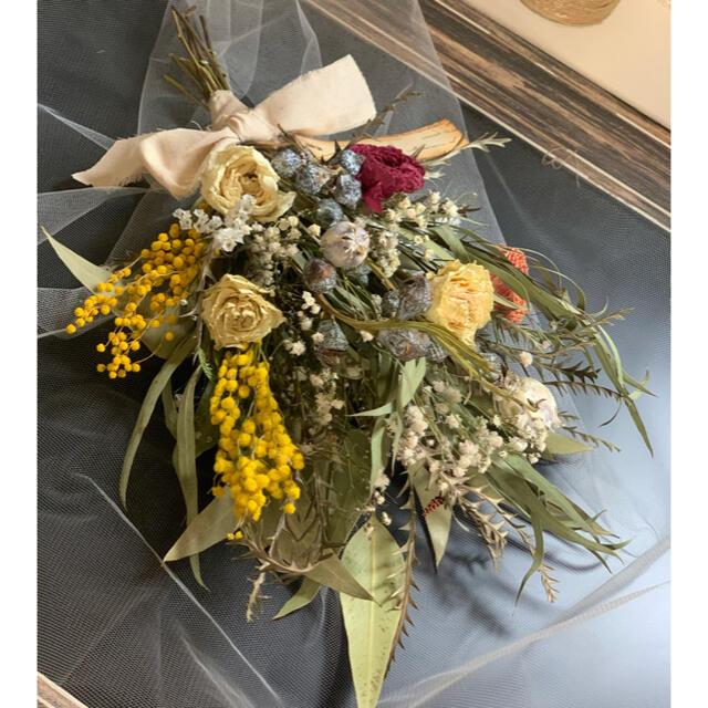 春のドライフラワースワッグ ミモザとラナンキュラスの花束ブーケ🍀40cm ハンドメイドのフラワー/ガーデン(ドライフラワー)の商品写真
