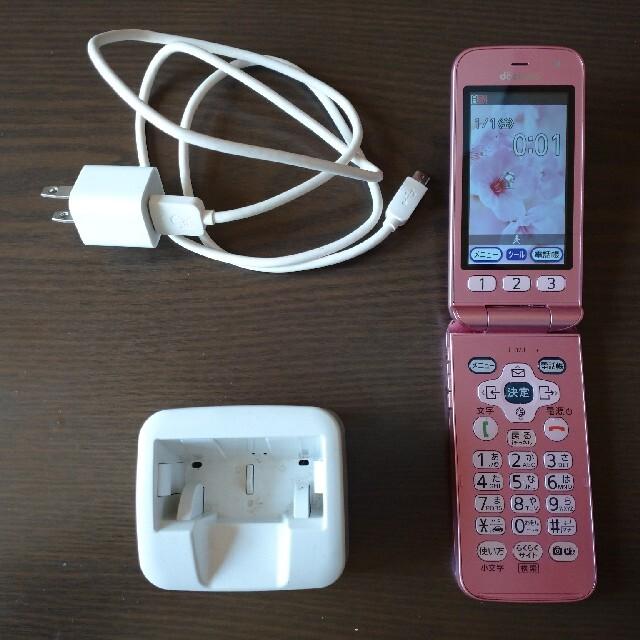 docomoガラケーらくらくホンF−02J スマホ/家電/カメラのスマートフォン/携帯電話(携帯電話本体)の商品写真