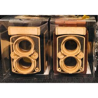 カルディ(KALDI)の《即日発送》カルディ 木製レフレックスカメラ2色セット(菓子/デザート)