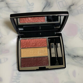 Dior - トリオブリック パレット 643 ピュアペタルズ