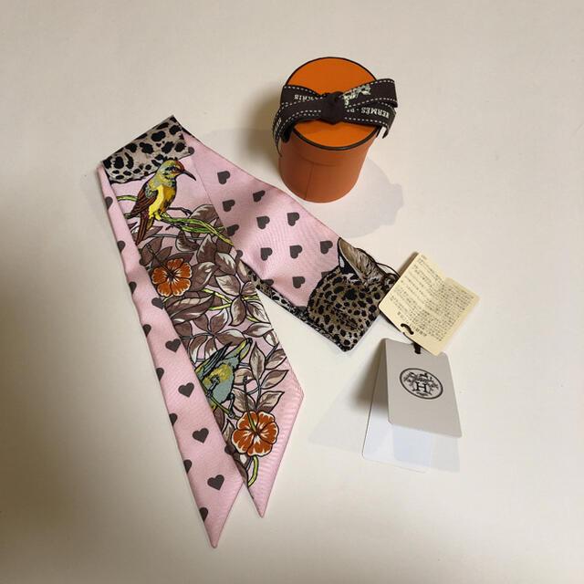 Hermes(エルメス)のエルメス  ツイリー ジャングルラブラブ エトゥープ ピンク 新品未使用 レディースのファッション小物(バンダナ/スカーフ)の商品写真