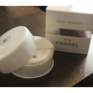 シャネル(CHANEL)のCHANEL N°19 BATH POWDER(バスパウダー)(バスグッズ)