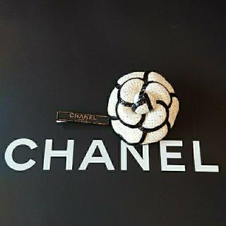 CHANEL - ビンテージ CHANEL ホワイトXブラックパイパングCAMELLIA ブローチ