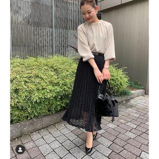 エムプルミエ(M-premier)の【昨年物新品】Mプルミエ フラワー刺繍プリーツスカート 36(ロングスカート)