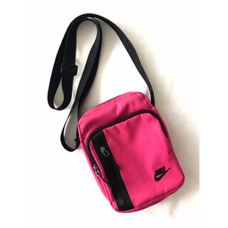 NIKE - 【新品】ナイキ/NIKE『NSW コア スモールバッグ』ショルダーバッグ/ピンク