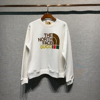 THE NORTH FACEとGUCCIパーカー
