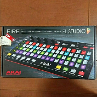 AKAI FIRE(MIDIコントローラー)