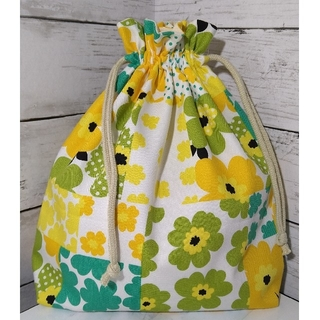 お着替え袋【お花のパッチワーク柄】ハンドメイド 巾着(バッグ/レッスンバッグ)