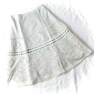 シビラ(Sybilla)の新品シビラ花柄刺繍カットワークレースボタニカル綿コットンロングスカートw64(ロングスカート)