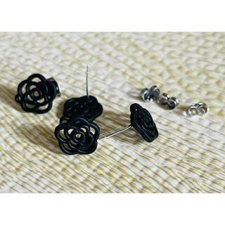 黒バラ シルバーピアス