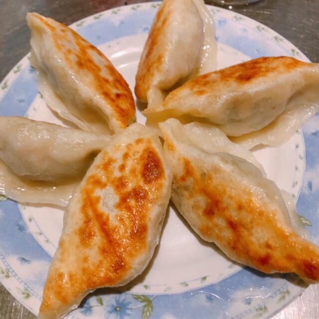 無添加白餃子 皮から手作り もちもち 中ジューシー 焼いても蒸しても美味しい 食品/飲料/酒の食品(野菜)の商品写真