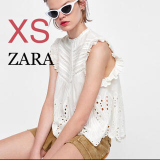 ザラ(ZARA)のZARA ノースリーブ 刺繍入り ブラウス シャツ フリル XS(シャツ/ブラウス(半袖/袖なし))