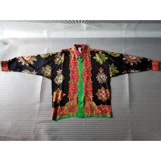 ジャンニヴェルサーチ(Gianni Versace)のイスタンテ故ジャンニ氏創立メンズシルク100%ビンテージシャツ48黒クロス(シャツ)