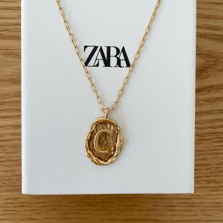 ザラ(ZARA)のZARA イニシャルネックレス C(ネックレス)