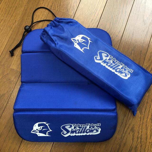 東京ヤクルトスワローズ(トウキョウヤクルトスワローズ)のヤクルトスワローズ 観戦用クッション(折りたたみ式) スポーツ/アウトドアの野球(応援グッズ)の商品写真